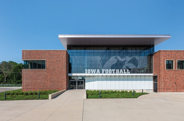 Merveilleux ... University Of Iowa Stew And LeNore Hansen Football Performance Facility  ...